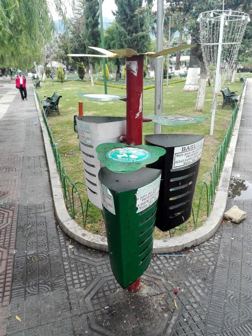 コチャバンバ市の分別ゴミ箱