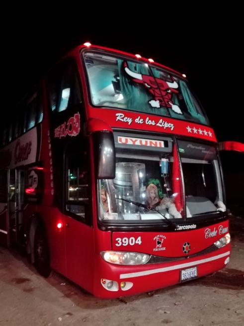 ウユニ塩湖のバス