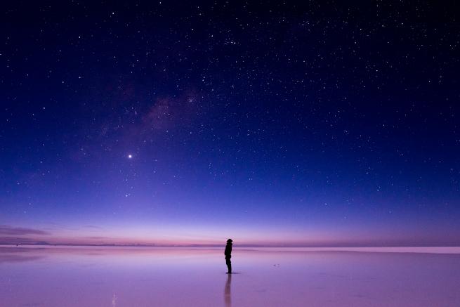 ウユニ塩湖で星を見上げる