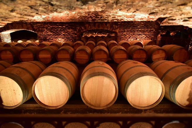 大量に保管されているワイン倉庫