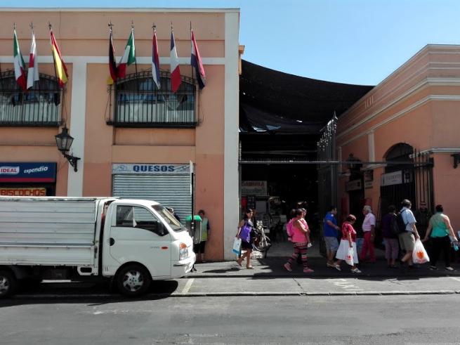 サンチアゴの中央市場入り口