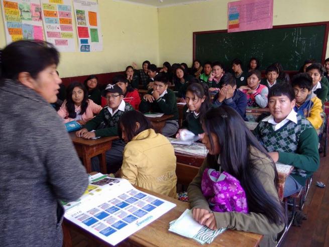 ウユニ市の学校でワークショップ