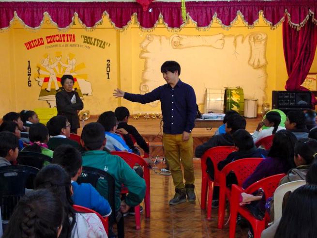ウユニ市の学校で環境教育