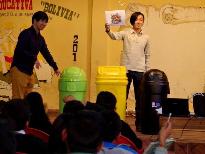 青年海外協力隊OBによるごみ分別の教育