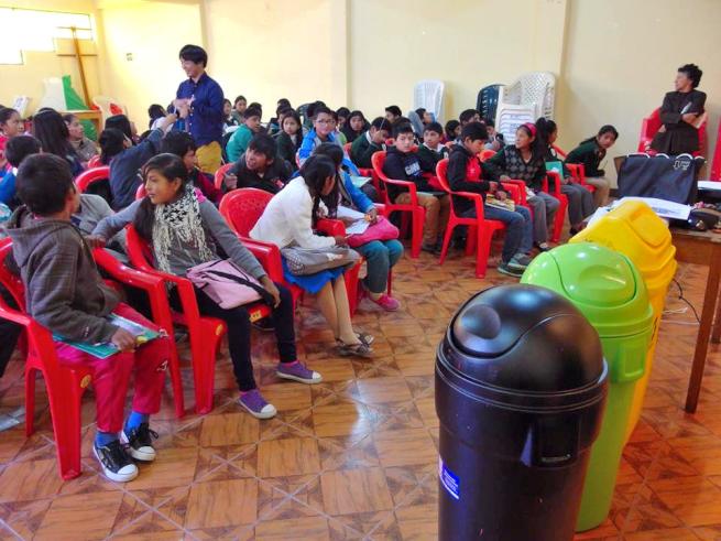 ウユニ市で実施したごみ教育