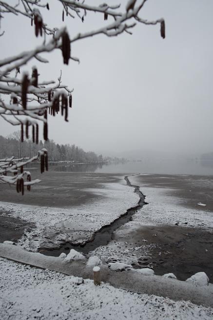 雪が詰まった野尻湖