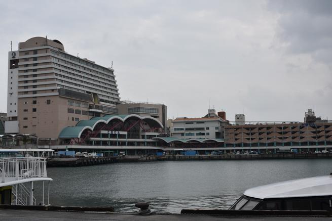 那覇市の泊港