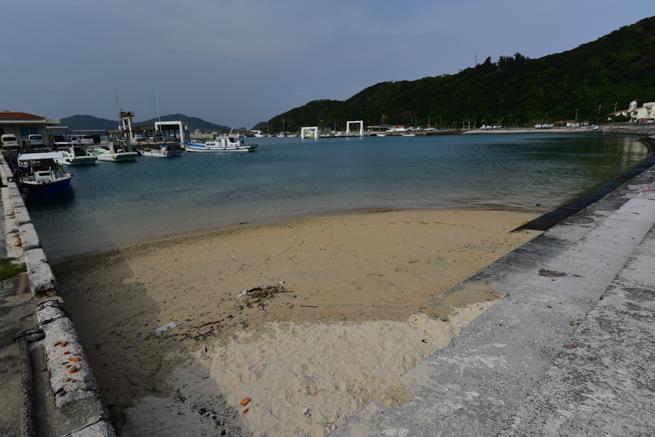 座間味島の港