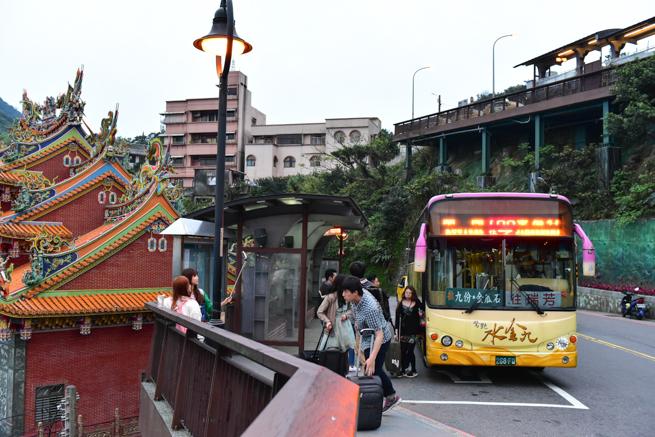 台北から九ふんについたバス