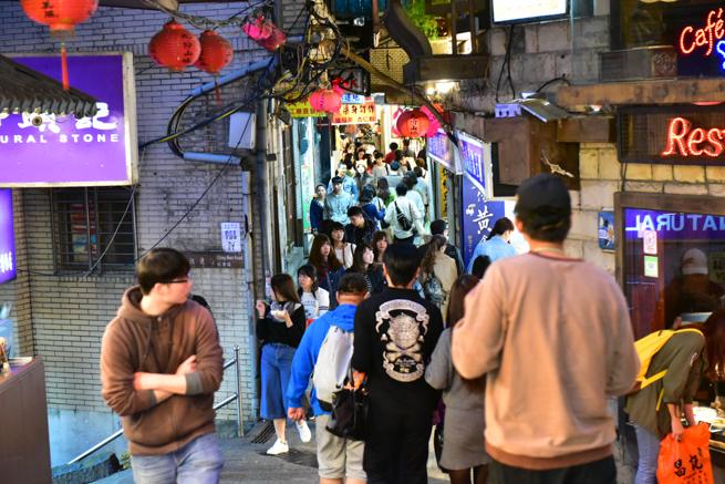 台北の九份は観光客だらけ