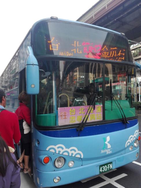台北から九份へ向かうバス
