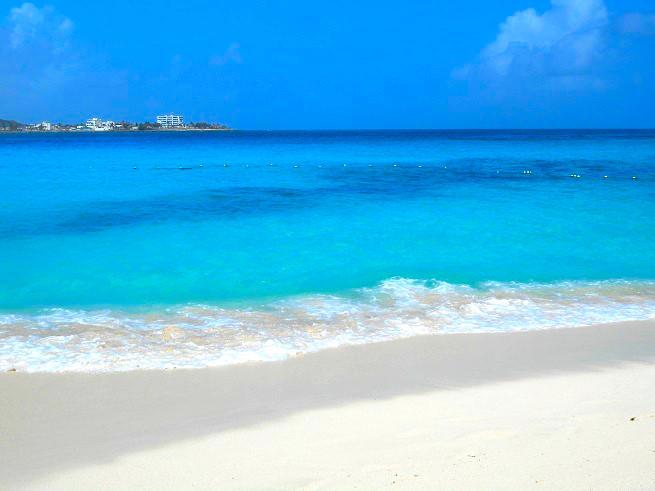 コロンビアのサンアンドレス島の7色の海