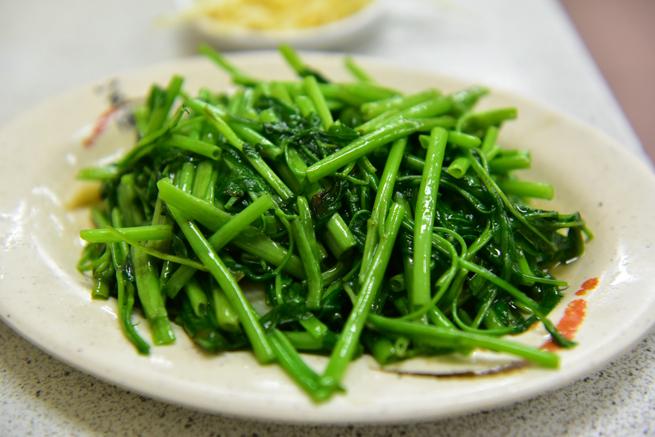 上海華都小吃點心城の空芯菜炒め
