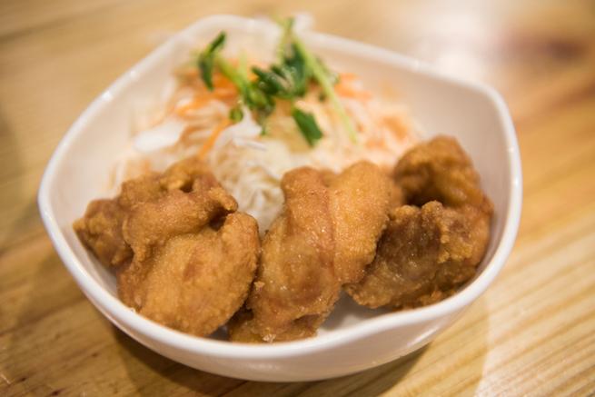 武藤拉麺の人気サイドメニューから揚げ