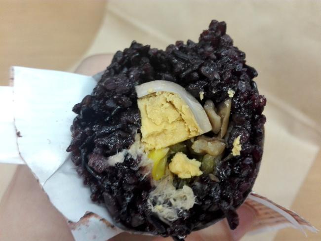 台湾の紫米おにぎり