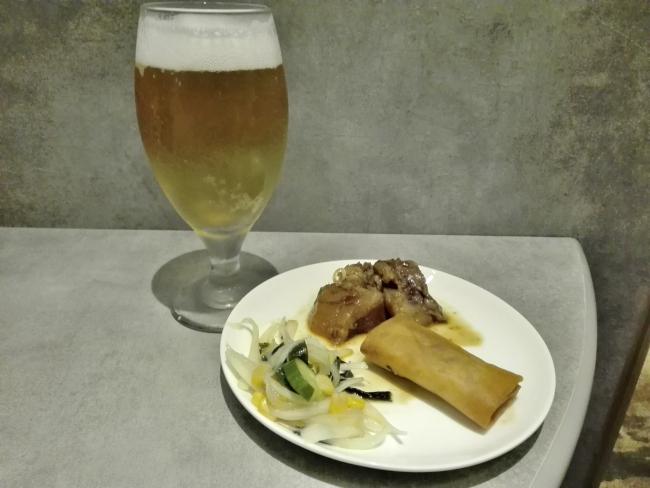プライオリティカードで手に入れたビールと食べ物