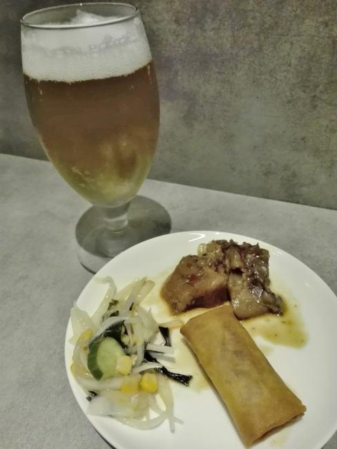 プライオリティパスでゲットしたビールと料理
