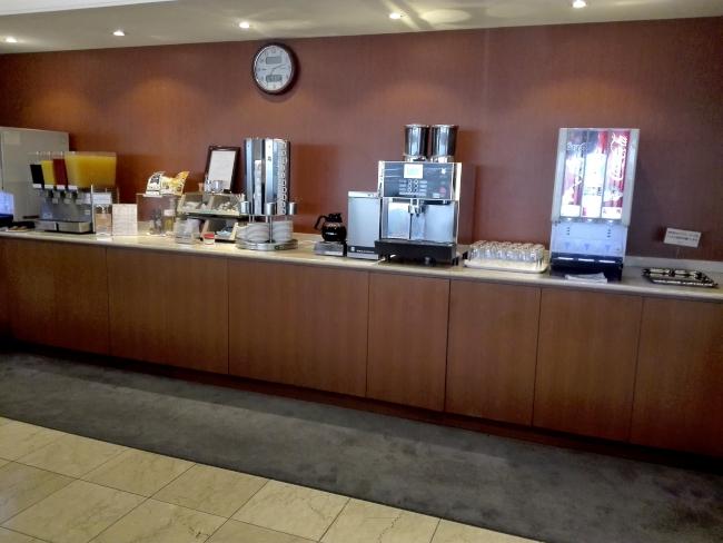 鹿児島空港の有料ラウンジの飲み物コーナー