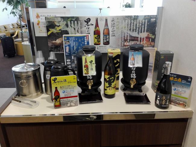 鹿児島空港の有料ラウンジには焼酎コーナーがある