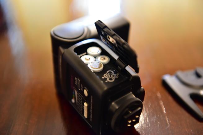 NISSINのストロボDi600の乾電池