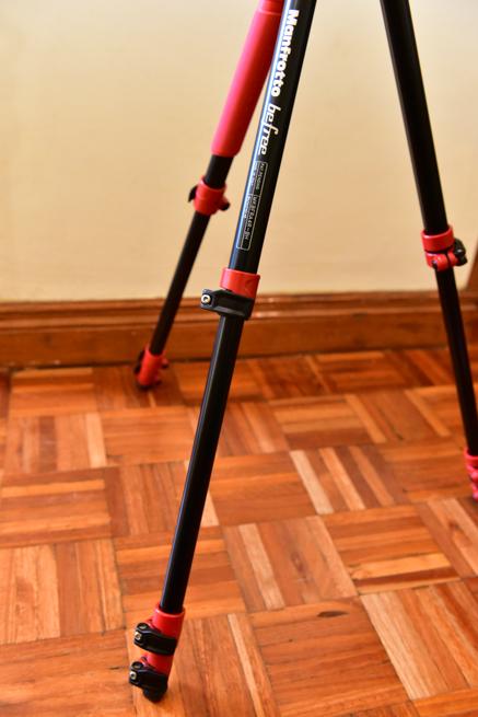 三脚Manfrottoの足の関節