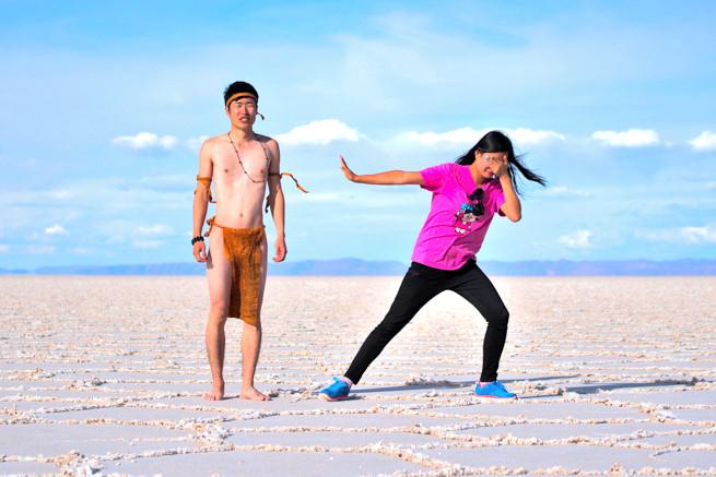 ウユニ塩湖でふんどし姿