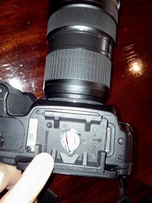 クイックシューをカメラに固定