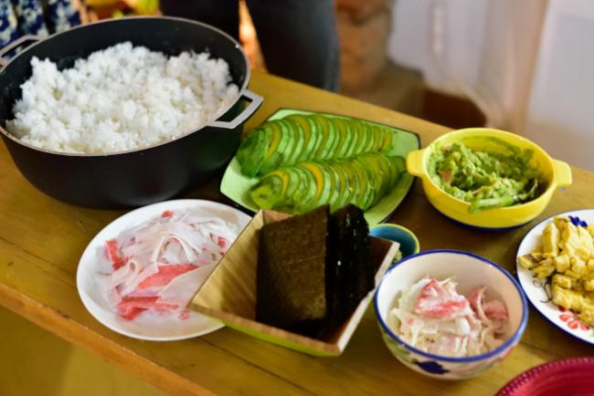 メデジンの日本人宿シュハリの手巻き寿司パーティ