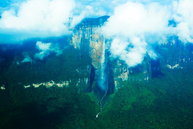 飛行機から撮影したエンジェルフォール