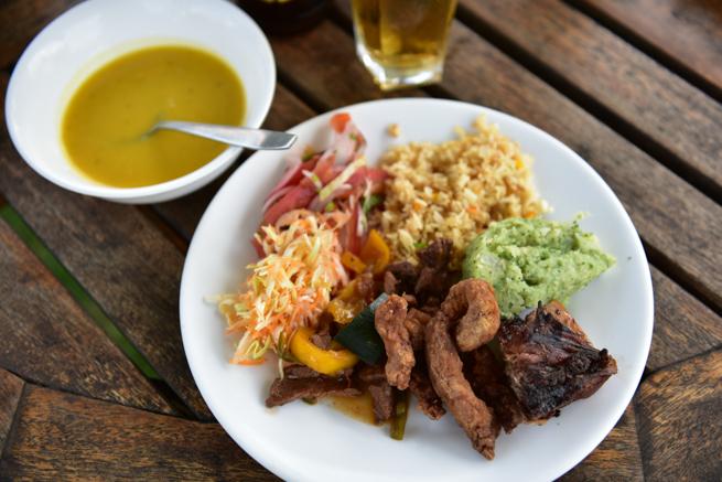 ナイロビのワニ園の昼食