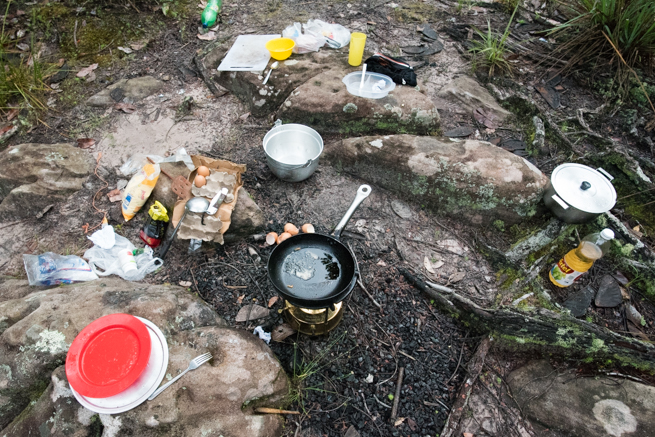 アウヤンテプイトレッキングの二日目の朝食準備