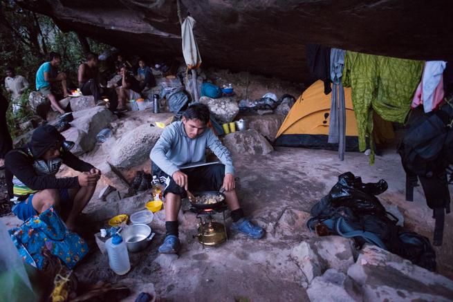 アウヤンテプイトレッキング2日目の宿泊所