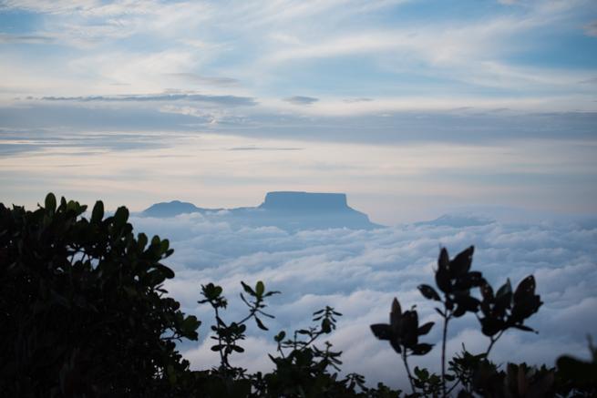 雲海に浮かぶテーブルマウンテン