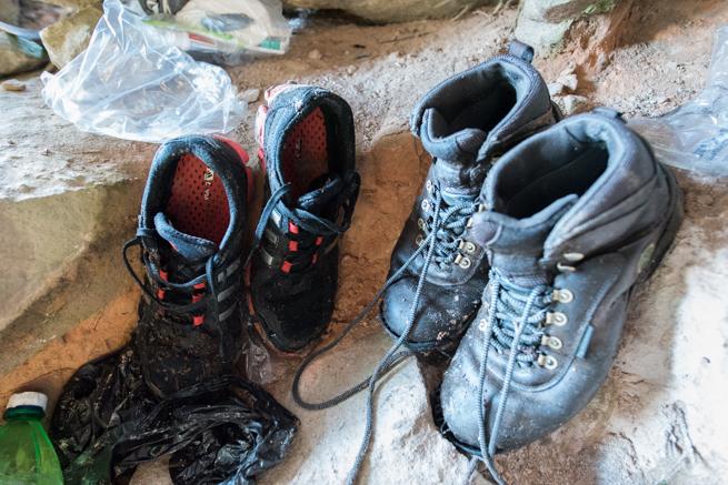 ガイドの運動靴とトレッキングシューズ