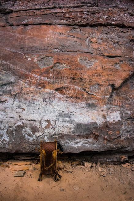 ペモン族の背負いカゴと断崖絶壁