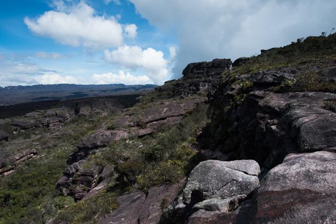 アウヤンテプイの頂上の岩