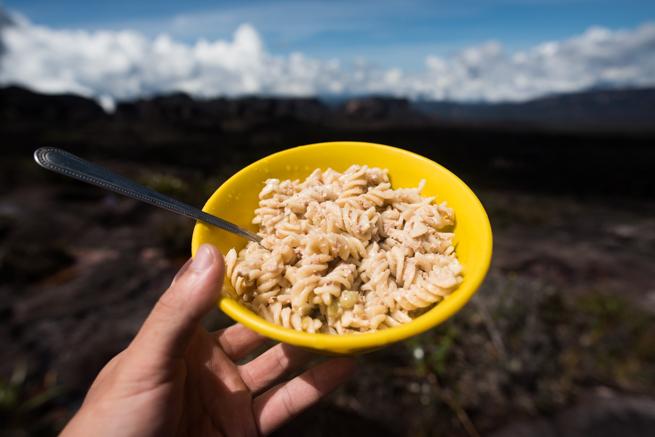 アウヤンテプイの頂上で食べた昼食