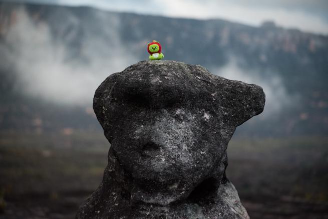 アウヤンテプイでアルクマと熊の石