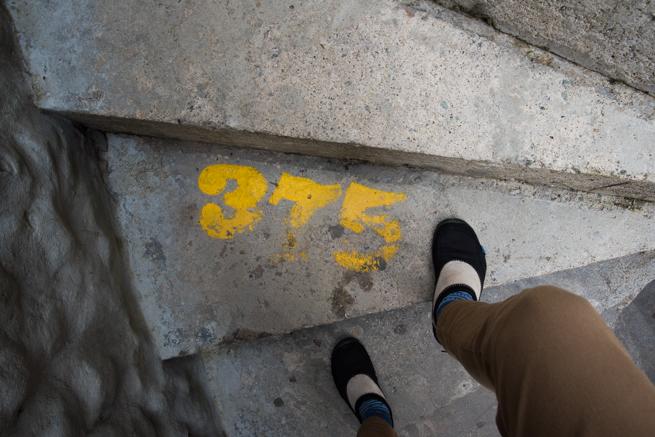 375段目の階段