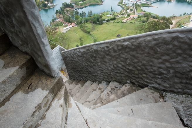階段から下を見てみる