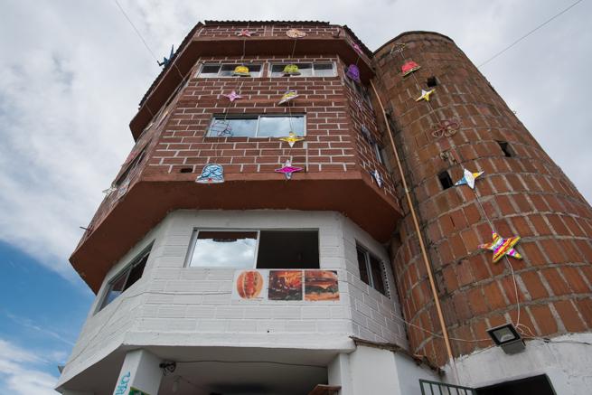 コロンビアの巨石ラピエドラデルペニョールの塔