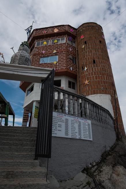 コロンビアの巨石ラピエドラデルペニョールの見晴らし台