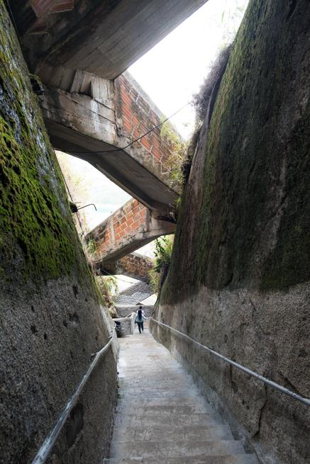 コロンビアの巨石ラピエドラデルペニョールを下る