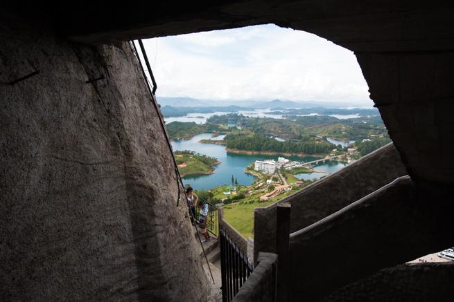 コロンビアの巨石ラピエドラデルペニョールからの景色