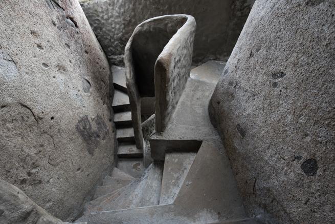 コロンビアの巨石ラピエドラデルペニョールの階段