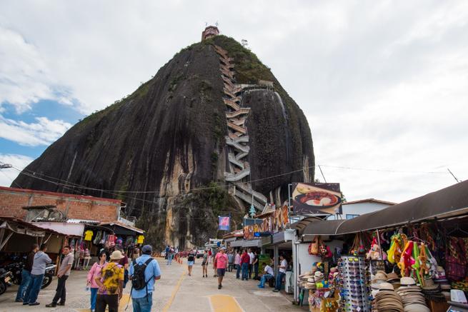 コロンビアの巨石ラピエドラデルペニョールとお土産屋