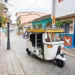 コロンビアの観光情報!メデジンからグアタペまでバスで行く方法、カラフルな町と巨石エルペニョール