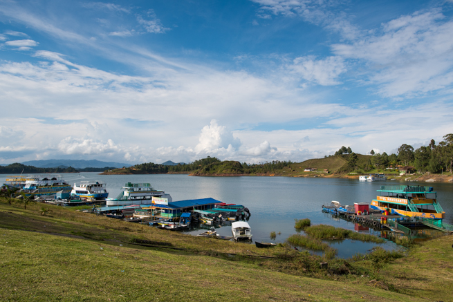 コロンビアのグアタペの湖