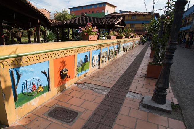 コロンビアのグアタペの壁画