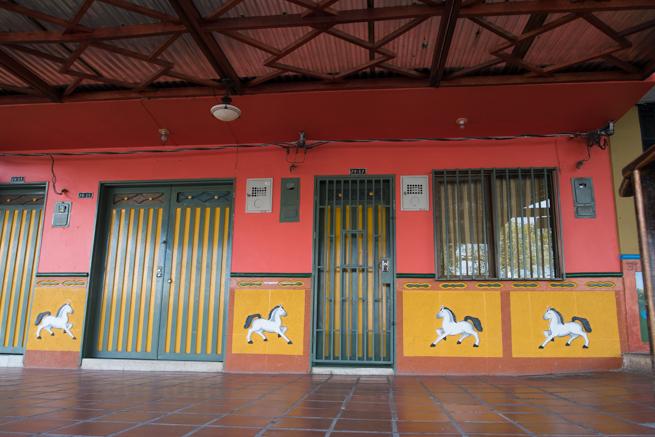 グアタペのカラフルな家